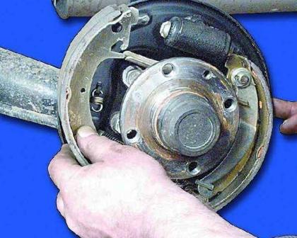 Снимаем тормозную колодку ВАЗ 2108, 2109, 21099