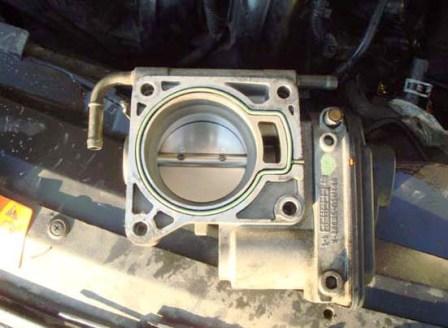Дроссельная заслонка после промывки Ford Focus 2