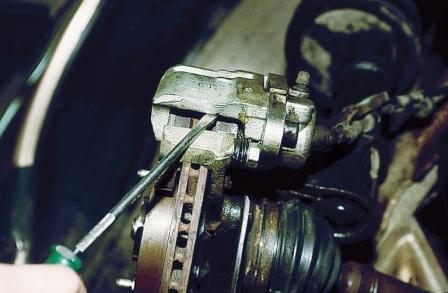 Открываем передний тормозной суппорт ВАЗ 2110, 2111, 2112