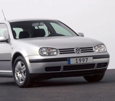 Снятие и замена ламп в передних фарах VW Golf IV