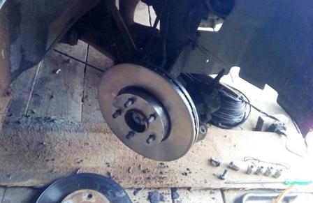 Ставим новый тормозной диск Ford Focus 2