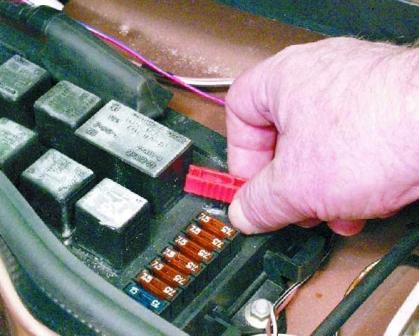 Пинцет для замены предохранителей ВАЗ 2108, 2109, 21099