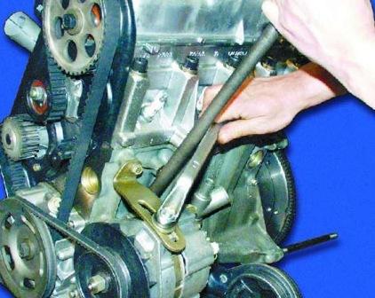 Натягиваем ремень генератора ВАЗ 2108, 2109, 21099