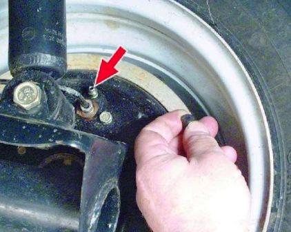 Снимаем колпачок с колеса ВАЗ 2108, 2109, 21099
