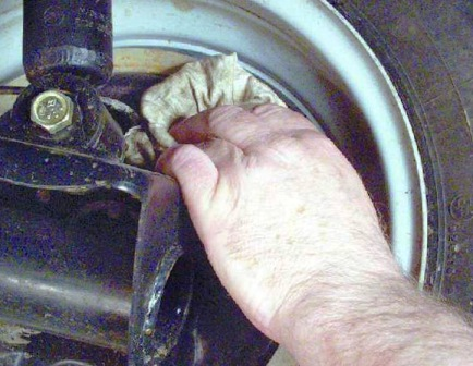 Протрем клапан от тормозной жидкости ВАЗ 2108, 2109, 21099