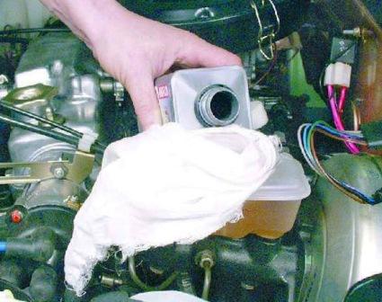 Контролируем уровень тормозной жидкости ВАЗ 2108, 2109, 21099