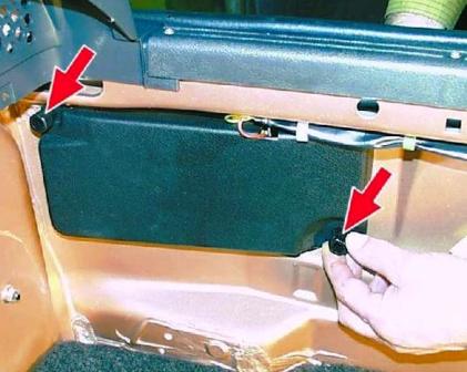 Откручиваем 2 пластиковые гайки ВАЗ 2108, 2109, 21099