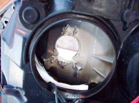 Меняем лампу ближнего света на новую Ford Focus 2