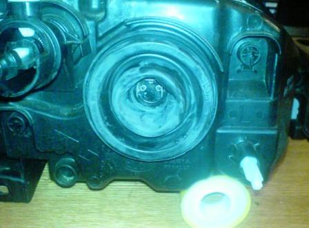 Отсоединяем проводку и снимаем резину Renault Logan