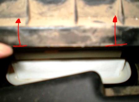 Открываем крышку воздушного фильтра Toyota Avensis II