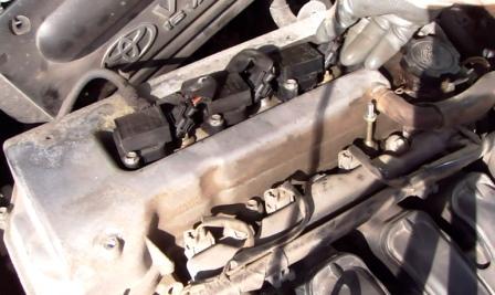 Снимаем разъем с катушки зажигания Toyota Corolla E12 1.6