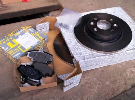 Новые тормозные диски и колодки Renault Sandero