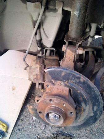 Снимаем тормозной диск и суппорт Renault Sandero