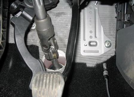 Убираем педаль газа в сторону Ford Focus 2