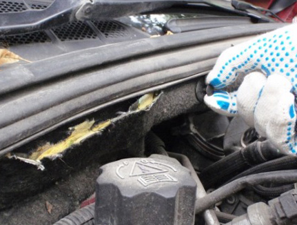 Снимаем пистоны Peugeot 308