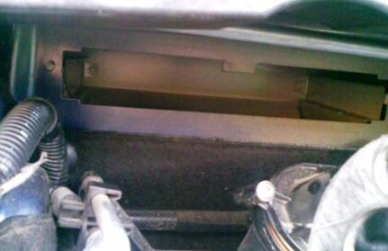 Чистим посадочное место салонного фильтра Peugeot 308
