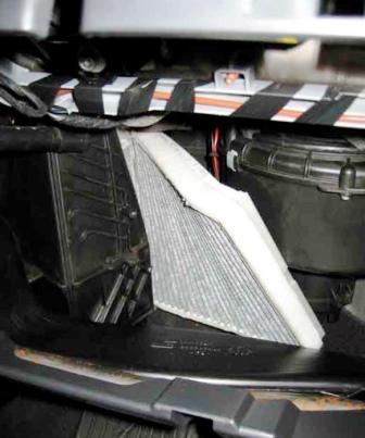 Снимаем старый и вставляем новый салонный фильтр Opel Astra H