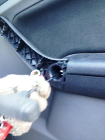 Откручиваем обшивку двери Ford Focus 2