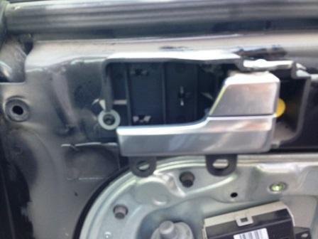 Снимаем ручку внутри Ford Focus 2