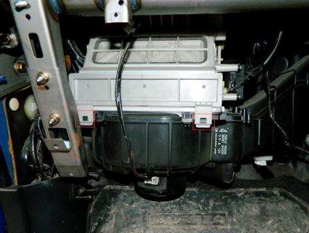 Снимаем защелки Subaru Impreza II