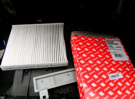 Вставляем новый салонный фильтр Subaru Impreza II