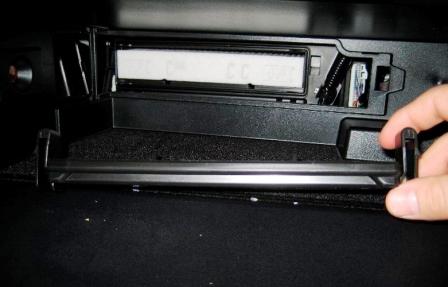 Снимаем крышку салонного фильтра Toyota Camry VII