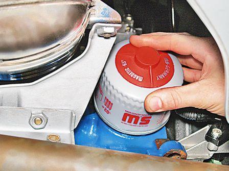 Затягиваем масляный фильтр на Lada Granta