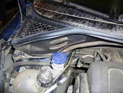Крышка салонного фильтра Peugeot 207
