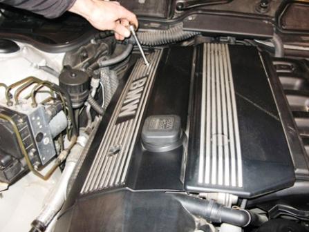 Снимаем крышку BMW 328i E36