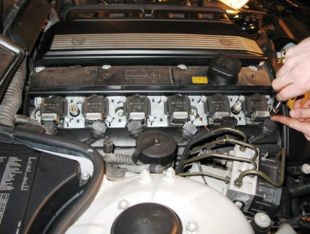 Откручиваем катушку зажигания BMW 328i E36