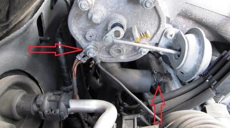 Отключаем контакт и снимаем трубку Toyota Camry V 3.0 V6