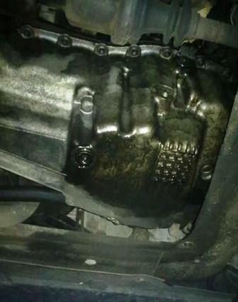 Откручиваем сливную пробку на картере Renault Kangoo 1
