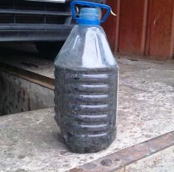 Сливаем старое масло Renault Kangoo 1