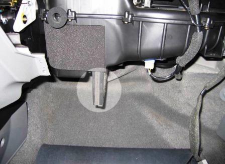 Вытаскиваем салонный фильтр Chevrolet Lacetti