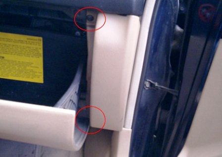 Откручиваем боковую панель бардачка Mitsubishi Galant 8