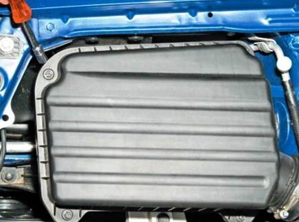 Откручиваем крышку воздушного фильтра на Chevrolet Lacetti