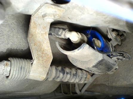 Отсоединяем клемму от топливного фильтра Chevrolet Lacetti