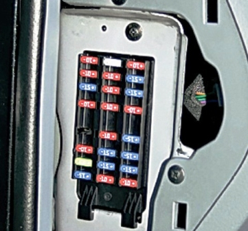 Схема и расположение предохранителей Chevrolet Lacetti