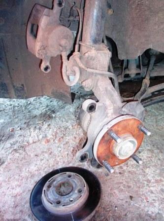 Откручиваем тормозной диск Chevrolet Lacetti