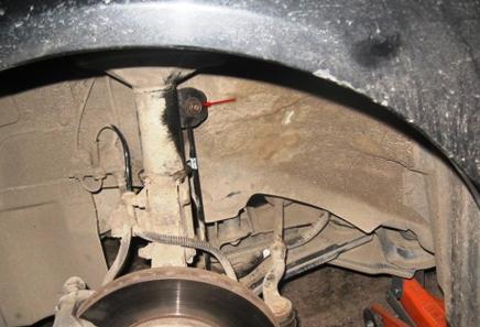 Прикручиваем передние стойки стабилизатора Chevrolet Lacetti