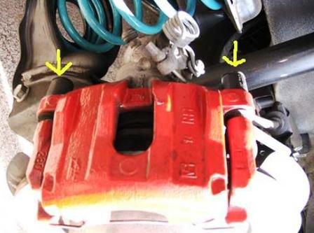 Снимаем пыльники направляющих Mazda 3