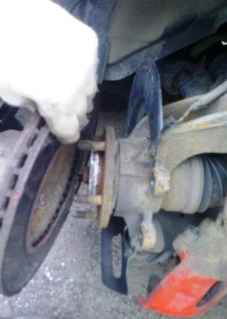 Снимаем старый тормозной диск Mazda 3