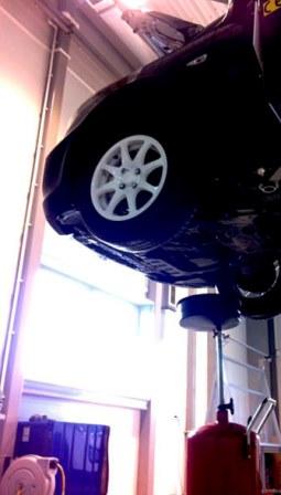 Поднимаем автомобиль Hyundai Solaris