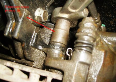 Откручиваем ключом на 19 Nissan Almera Classic