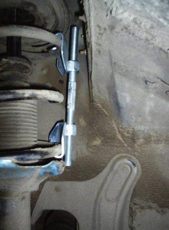 Устанавливаем стяжку на пружину Nissan Almera Classic