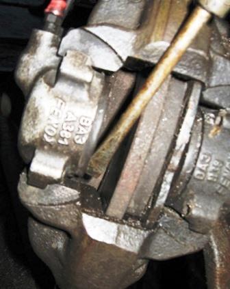 Снимаем передние колодки ВАЗ 2107