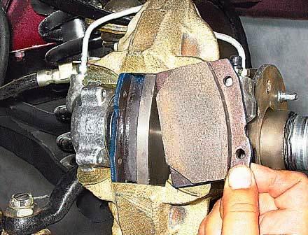 Устанавливаем новые тормозные колодки на ВАЗ 2107