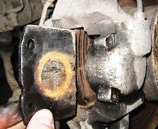 Снятие и замена передних тормозных колодок ВАЗ 2107