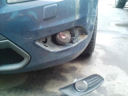 Снимаем пластиковую заглушку на противотуманных фарах Ford Focus 2