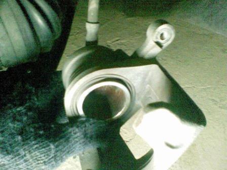 Вдавливаем тормозной цилиндр Daewoo Nexia